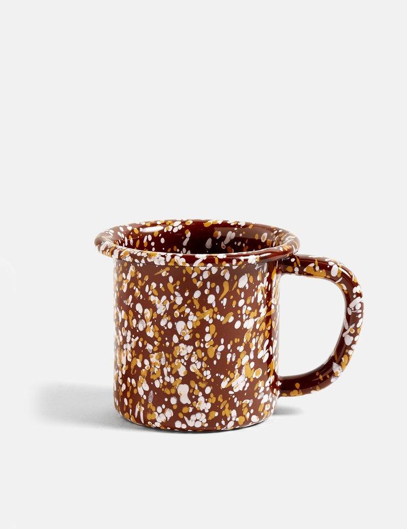 HAY Enamel mug - sprinkle brown