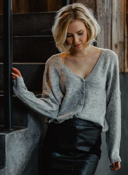 Cardi Grey