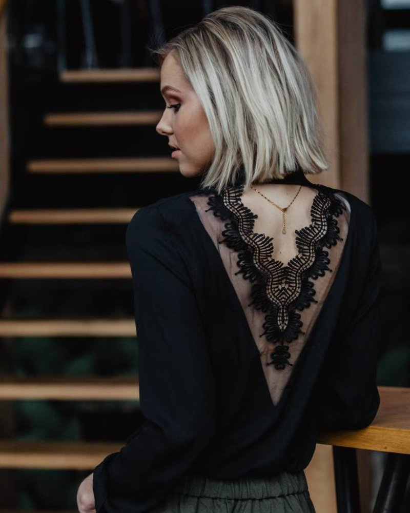 Musthave Blouse