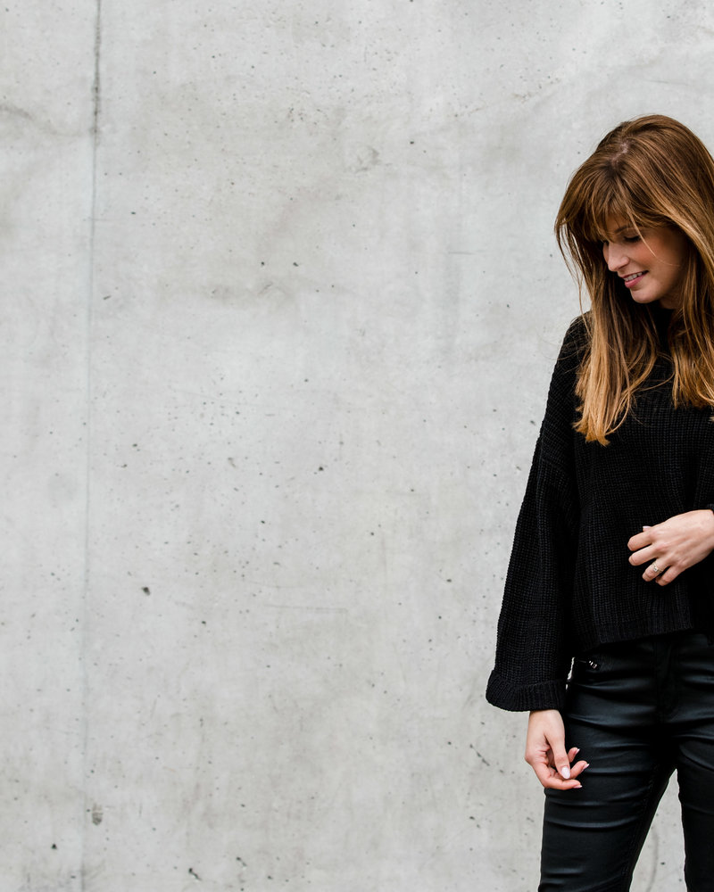 Wide Sleeve & Cropped Jumper Black