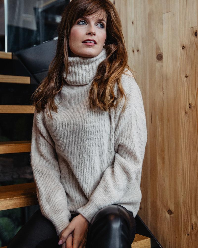 Cosy Collar Sweater Beige