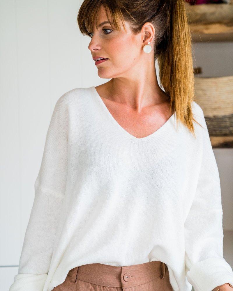 Lily V-Sweater White