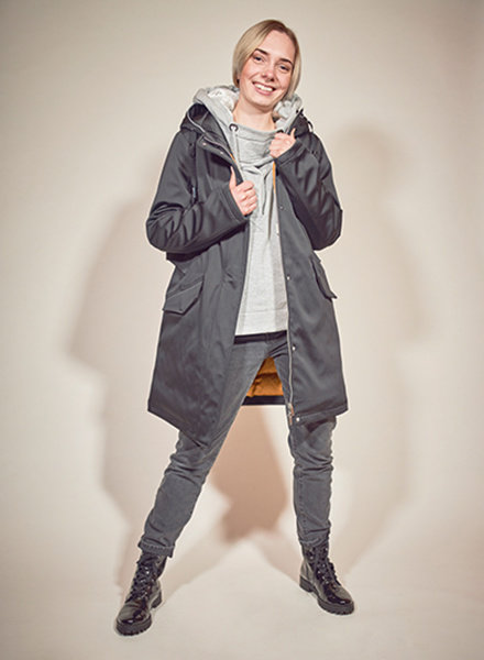 Ladies winter jacket in color black