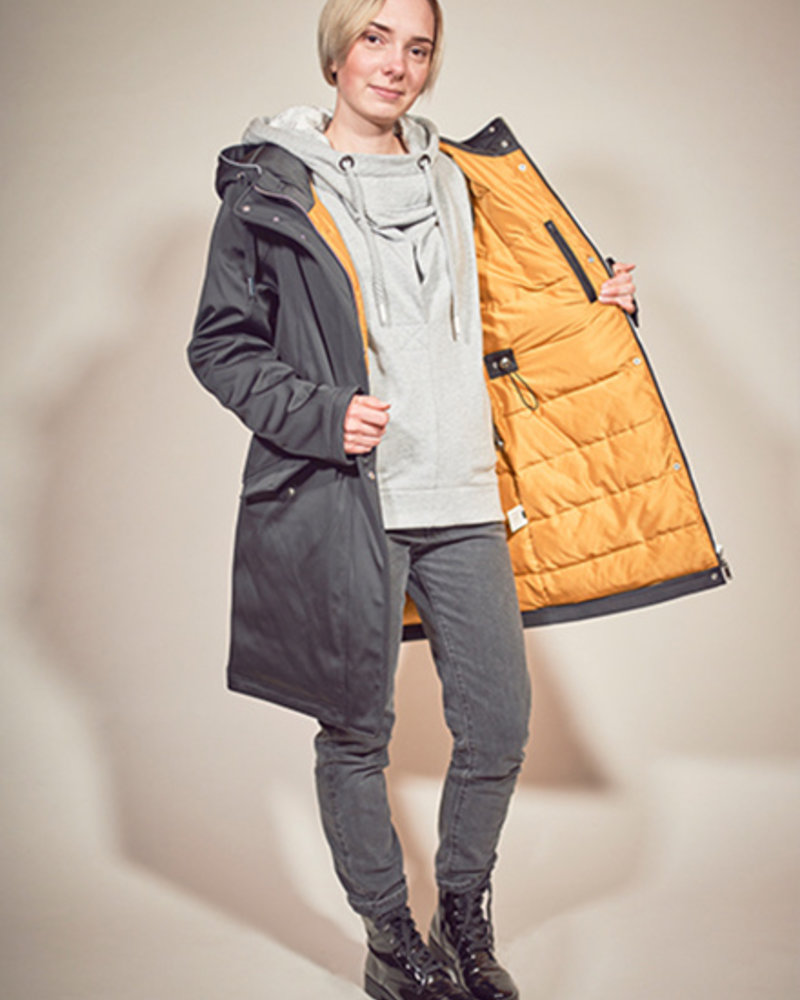BlarS ladies winter jacket in color black  with reflecting details
