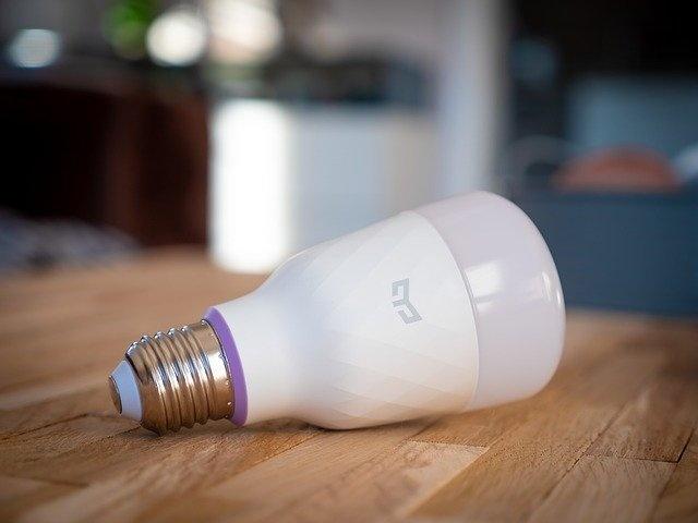 How does the Yeelight light bulb work?