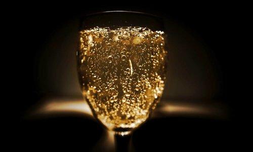 Weet je niet meer wat je gisteren gegeten hebt? Drink vaker champagne!