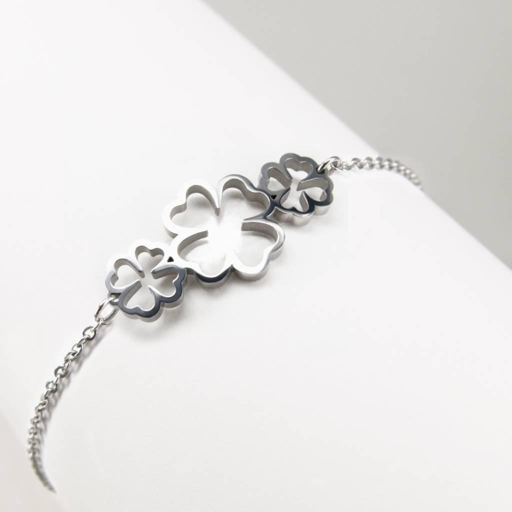 Bracelet with 3 four-leaf clovers
