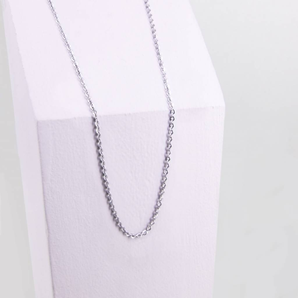Adjustable chain with flat oval link