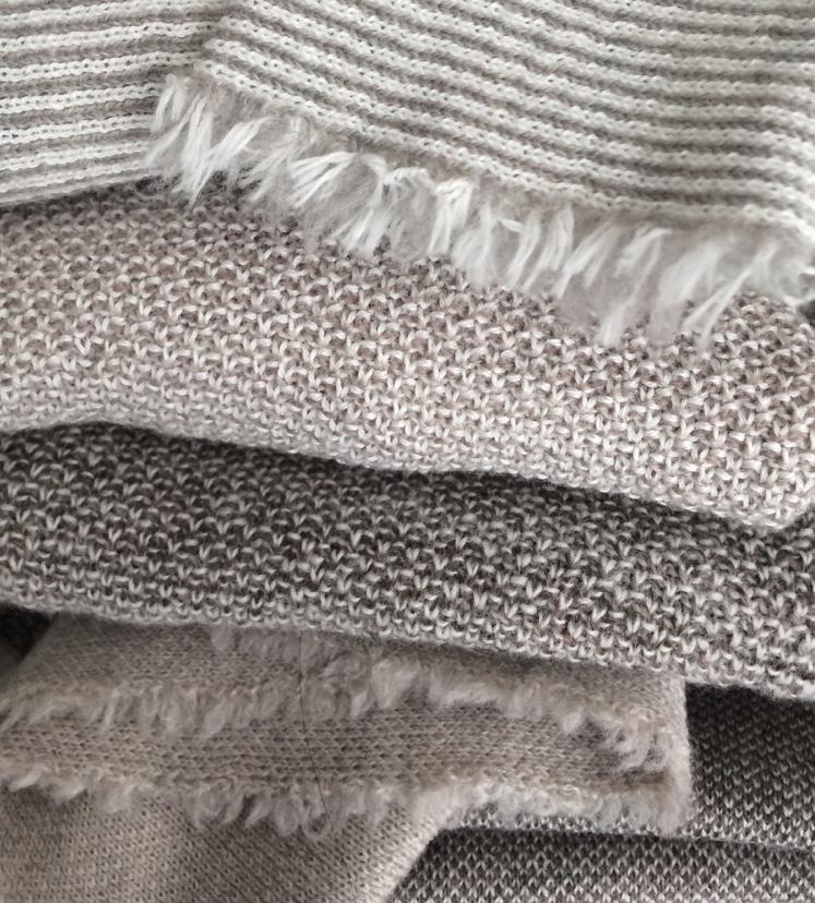 Tunika Pullover grauweiss aus feiner Merinowolle