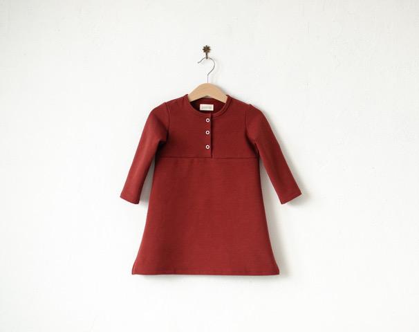 Kleid rostfarben