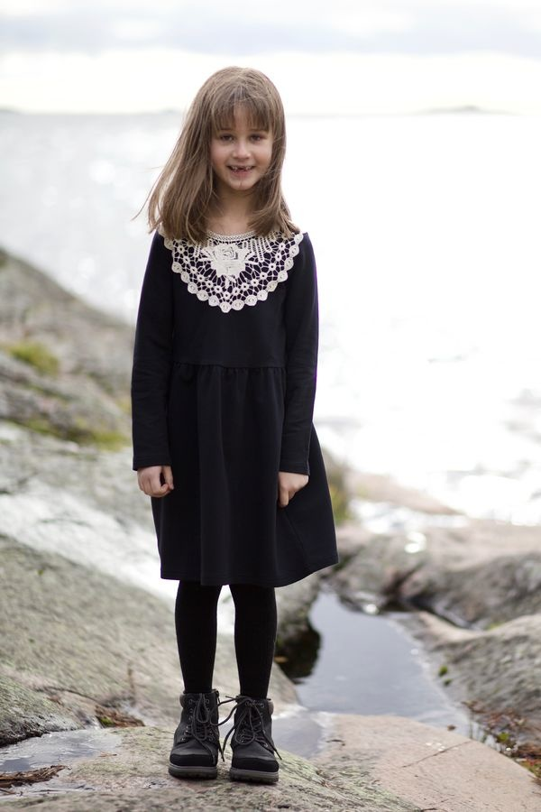 Dress Alisa black with white lace collar