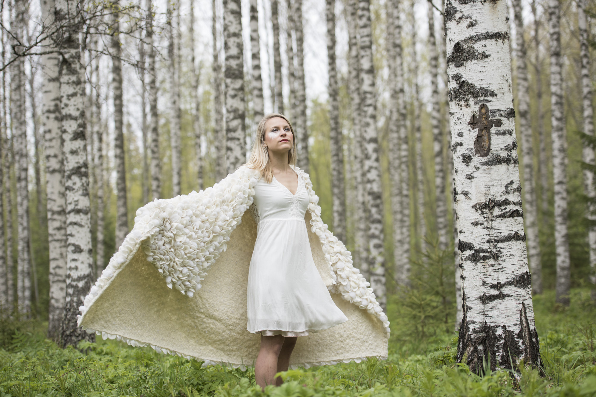 Woollen textile as a blanket or wall decoration white (110 x 170 cm)