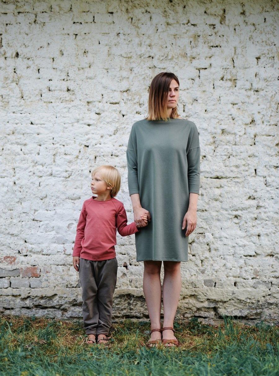 Kleid in waldgrün für Erwachsene mit Bootsausschnitt