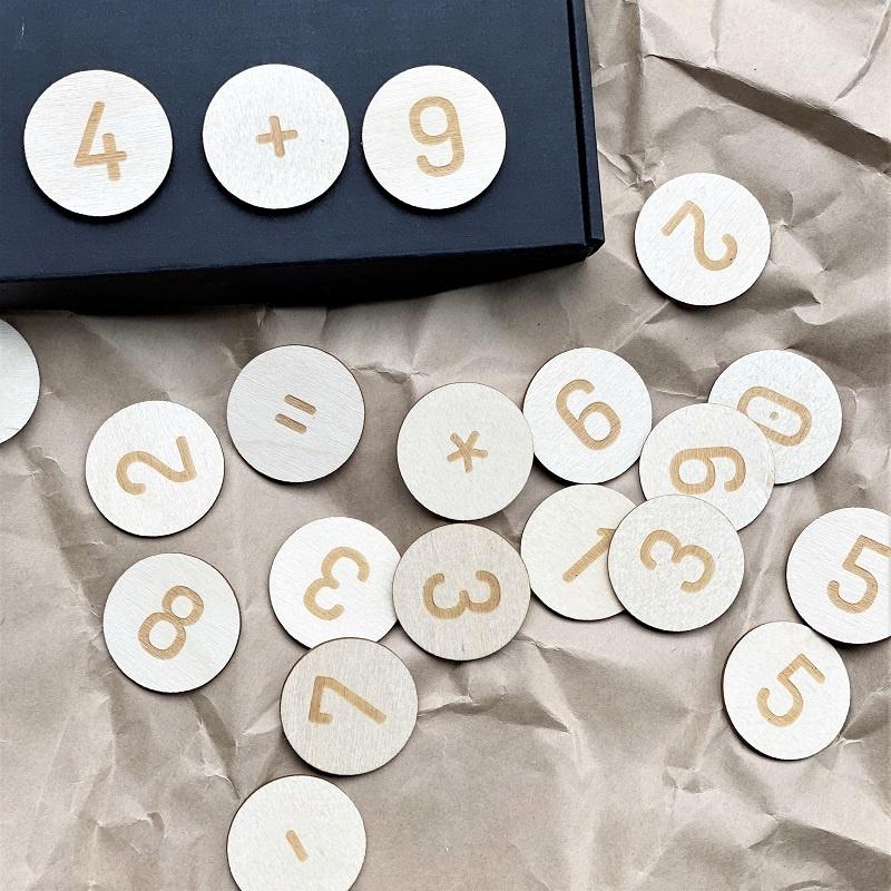 Magnetische Nummern aus Birkenholz