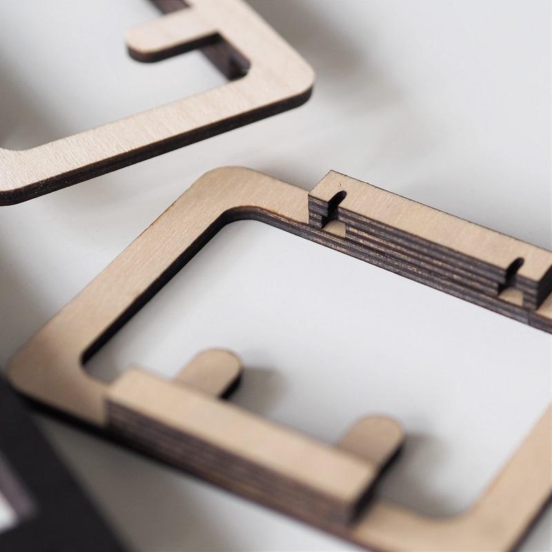Selbstklebende Holz-Wandleiste für Schlüssel, leichte Handtücher etc. mit 2, 4 oder 6 Haken