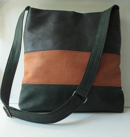 OMPELUS /  Schultertasche waldgrün-cognacfarben aus Rentierleder 30x30cm
