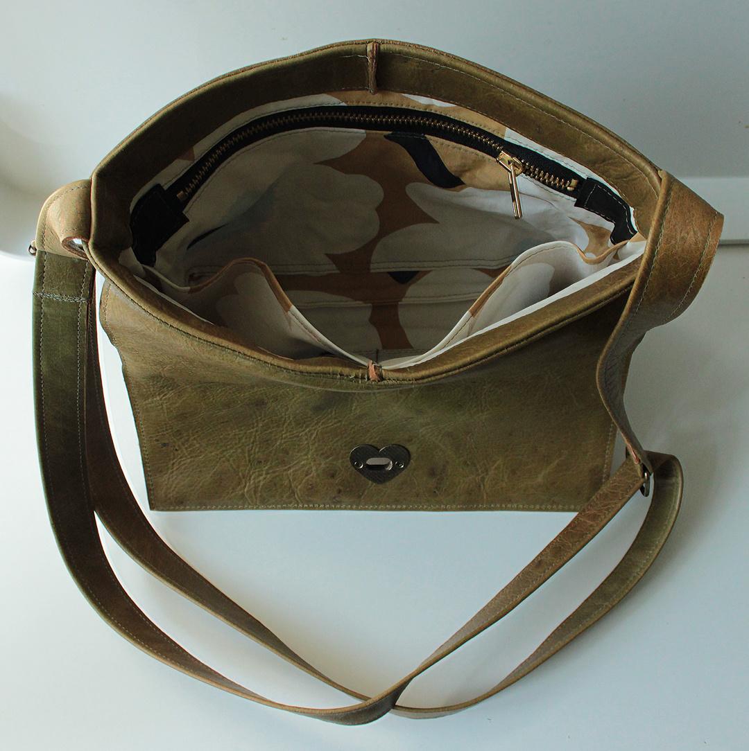 Handtasche olivgrün aus Rentierleder 23x26cm