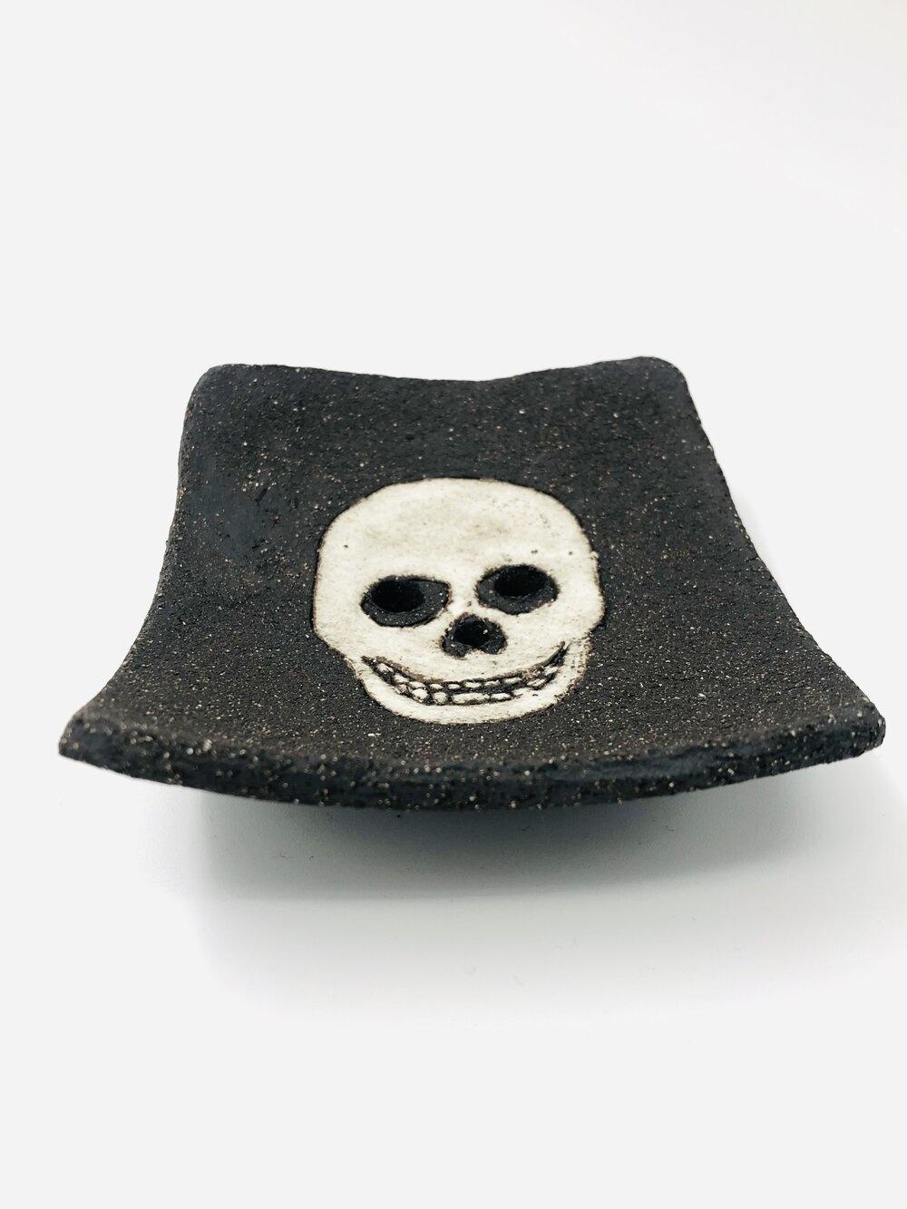 """Skull"" soap dish black/white"
