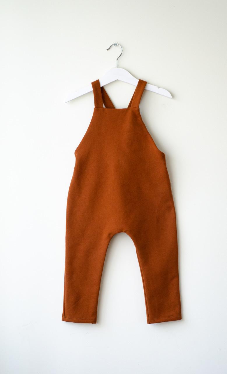 Baby Latzhose kupferfarben