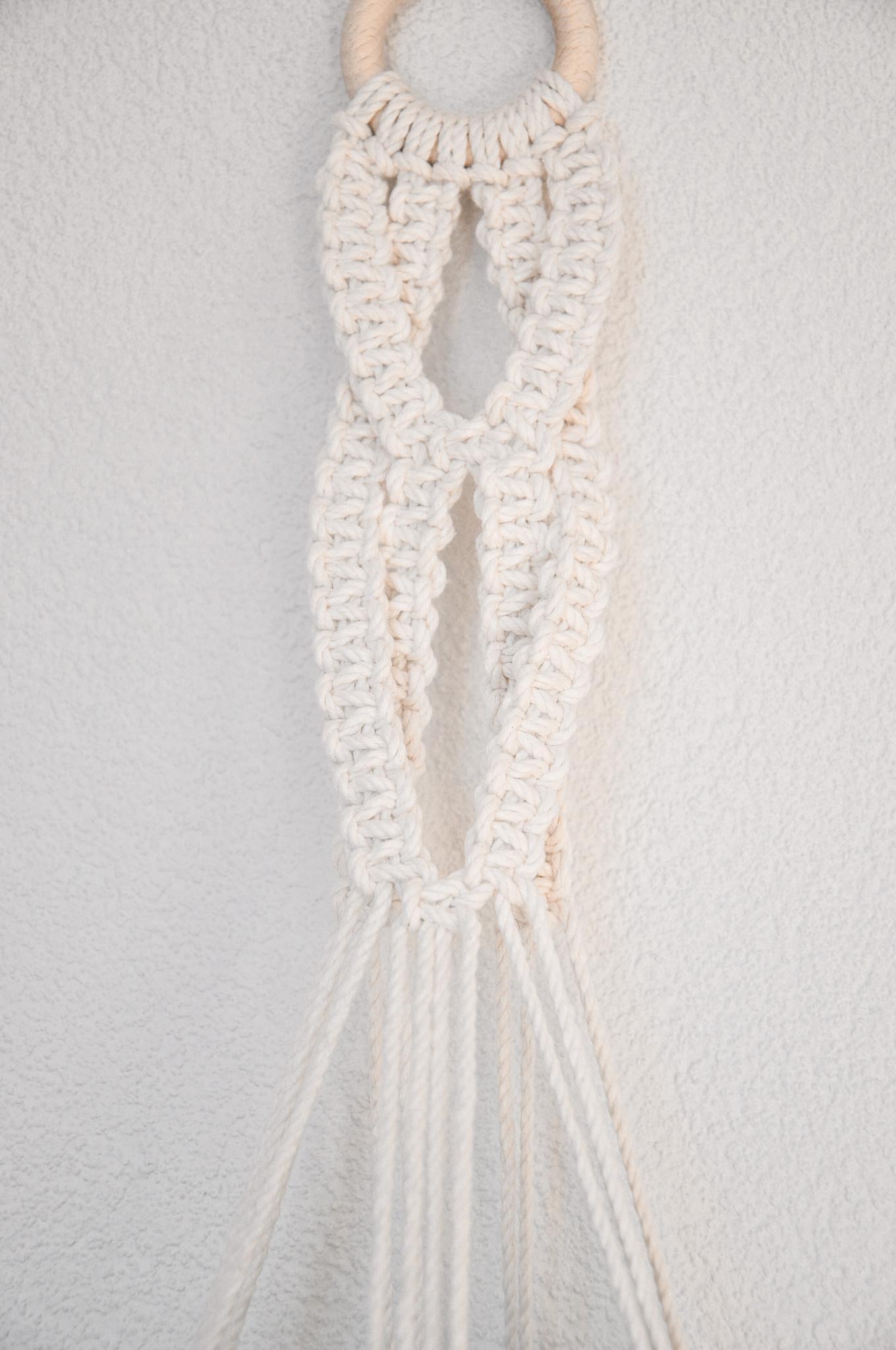 """Macramé hanging basket """"Delta"""" beige white"""