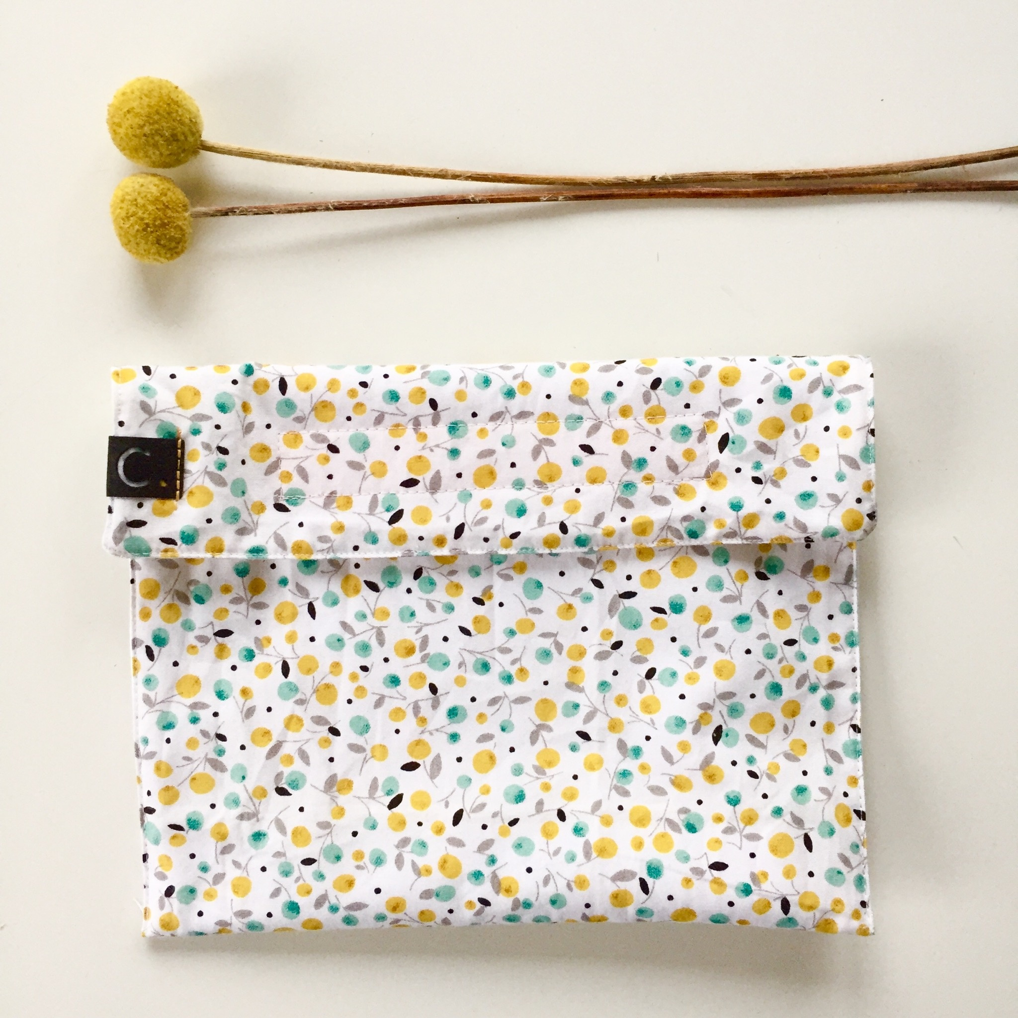 Snack bag yellow-coloured made of cotton fabric