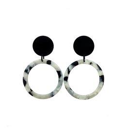 oorbEllen acryl 20mm zwart cirkel wit