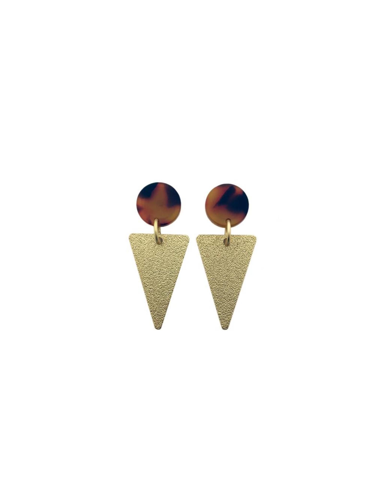 oorbEllen acryl 12mm bruin triangle