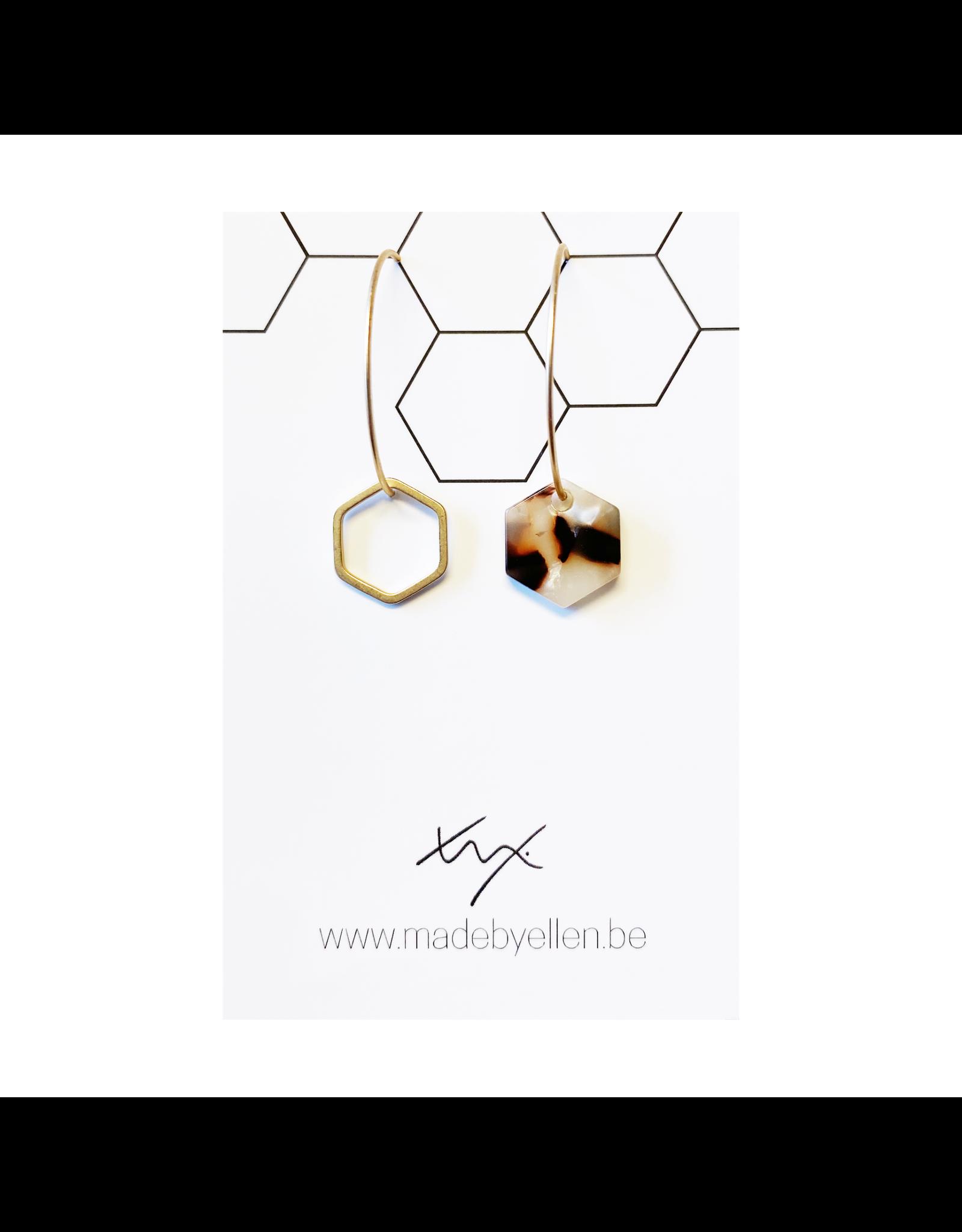 oorbEllen acryl zeshoekje asymmetrisch creool beige