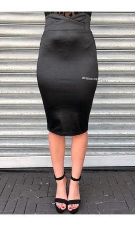 BLACK - SATIN-LOOK CLASSY PENCIL SKIRT