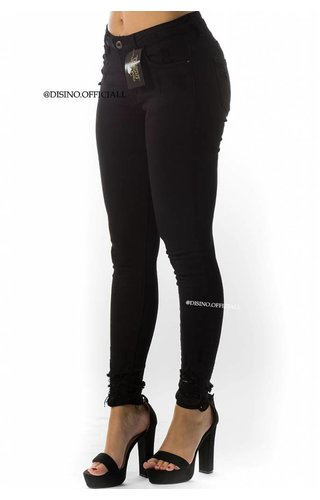 QUEEN HEARTS JEANS - BLACK - SKINNY CROP RIPPED ANKLE - 9050