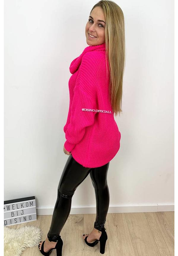 FLUOR PINK - 'CARMEN' - KNITTED OVERSIZED COL