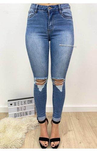 QUEEN HEARTS JEANS - LIGHT BLUE - MID HIGH WAIST RIPPED KNEE - 605