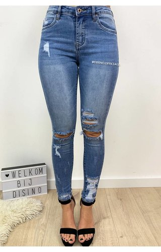 QUEEN HEARTS JEANS - LIGHT BLUE - RIPPED SKINNY CROP RIPS DETAIL - 9205