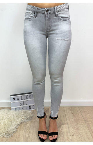 QUEEN HEARTS JEANS - LIGHT GREY - SKINNY CROP FRAY HEM - 9020