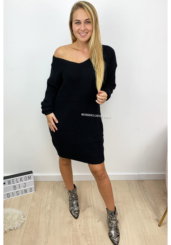 BLACK - 'NOLA' - SOFT OVERSIZED V-NECK KNITTED SWEATER DRESS
