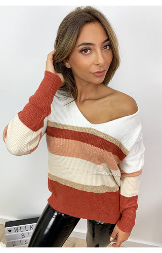 RUST - 'DAISY' - SUPER SOFT V-NECK KNITTED SWEATER