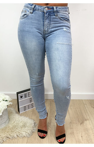 QUEEN HEARTS JEANS - LIGHT BLUE - HIGH WAIST SKINNY FRAY HEM - 679