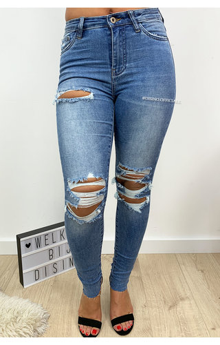 QUEEN HEARTS JEANS - BLUE - SUPER SKINNY RIPPED JEANS - 677