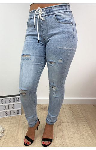 QUEEN HEARTS JEANS - LIGHT BLUE - RIPPED DENIM JOGGER PANTS - 639