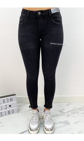 QUEEN HEARTS JEANS - BLACK DENIM - SKINNY ANKLE ZIP - 9084