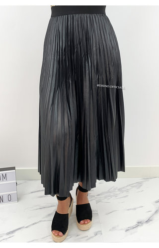 BLACK - 'VALERIA' - SATIN LOOK PLISSE MAXI SKIRT