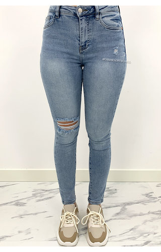 QUEEN HEARTS JEANS - LIGHT BLUE - PERFECT HIGH WAIST RIIPED KNEE - 914