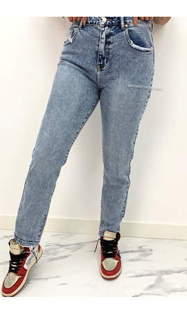 QUEEN HEART JEANS - WHITE WASH BLUE - STRETCH MUM JEANS - 3262