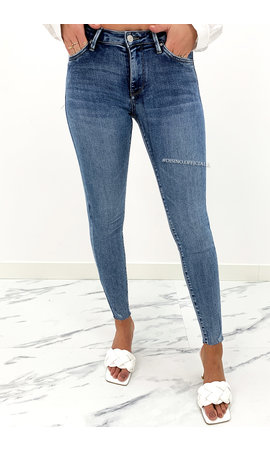 QUEEN HEARTS JEANS - WHITEWASH BLUE - SKINNY CROP FRAY HEM - 9020