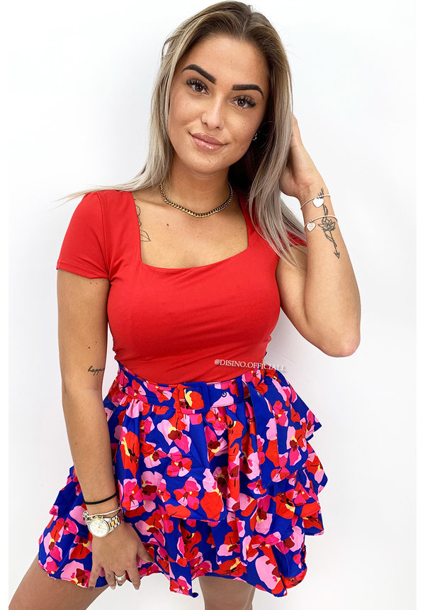 RED - 'SHORT NICOLE SQUARE' - PERFECT FIT SHORT SLEEVE TOP
