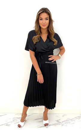 BLACK - 'CHLOE' - SATIN PLISSE MAXI DRESS