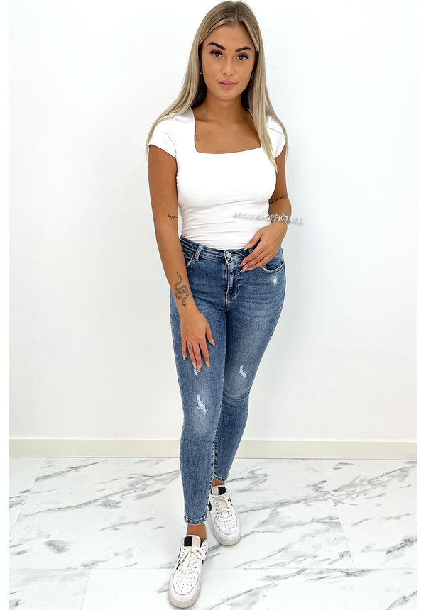 WHITE - 'SHORT NICOLE SQUARE' - PERFECT FIT SHORT SLEEVE TOP