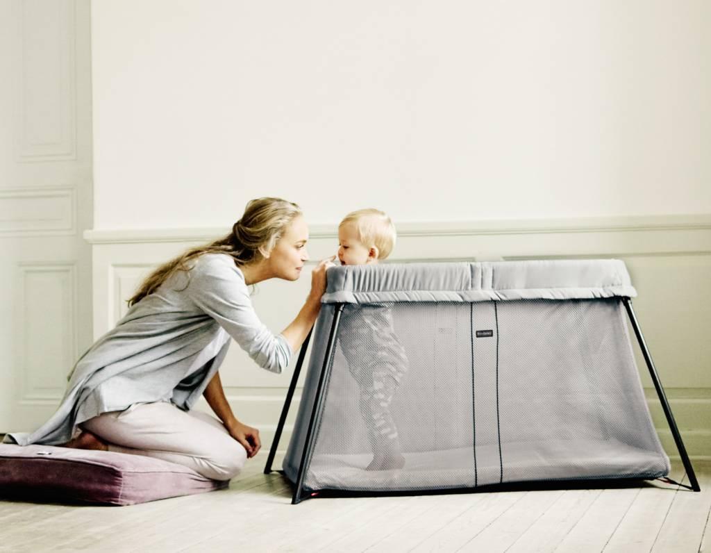 BABYBJÖRN BABYBJÖRN Reisbedje Light Bundle - Zilver -met Matrasovertrek