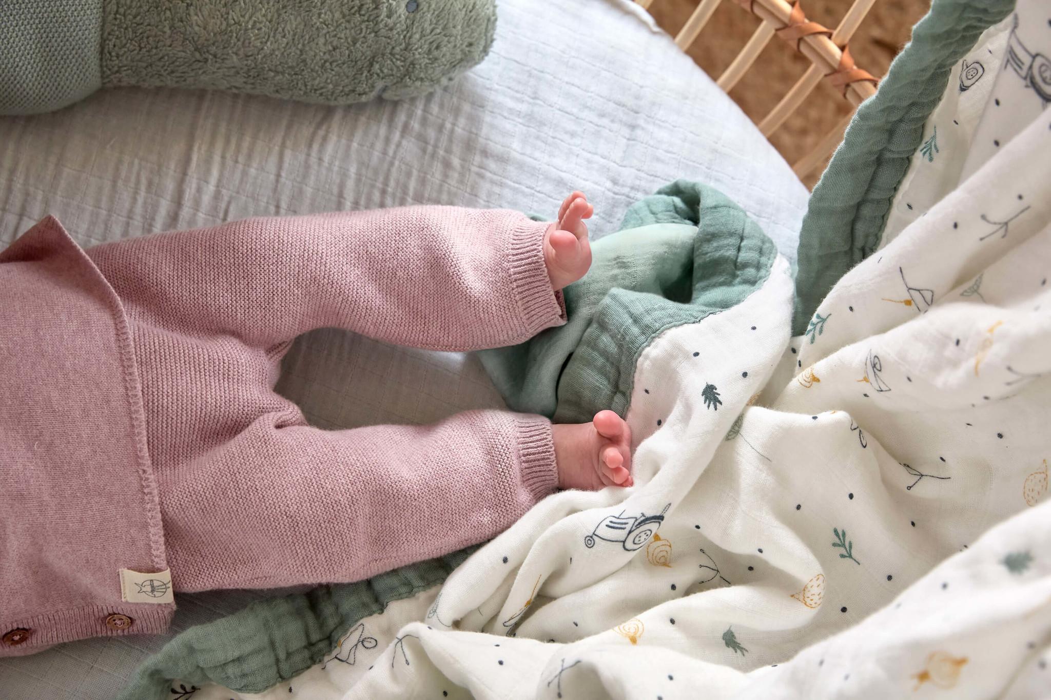 Lässig Lässig gestrickte Babyhose GOTS Garden Explorer hellrosa 62-68, 2-6 Monate
