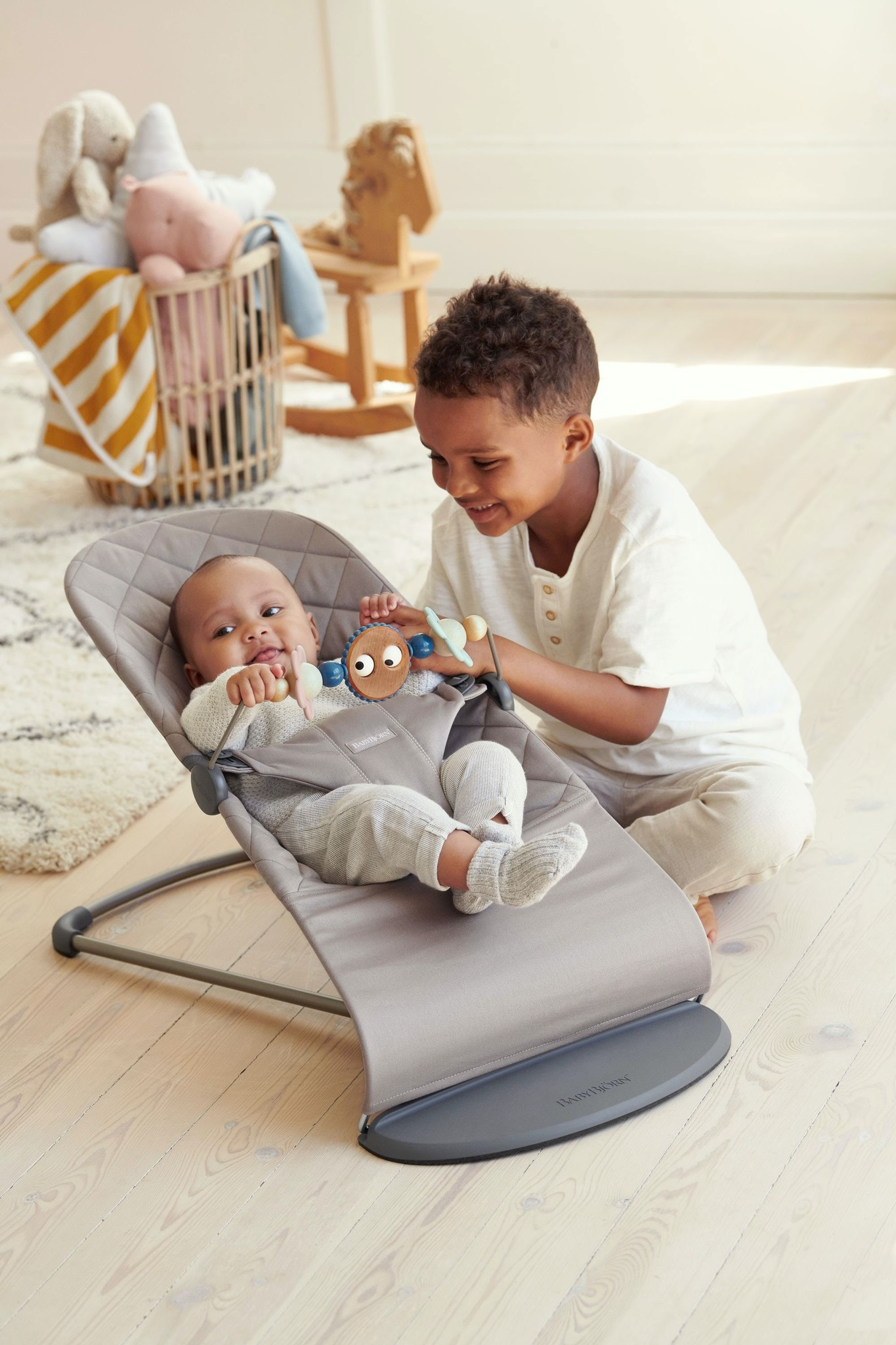 BABYBJÖRN BABYBJÖRN Speelgoed voor Wipstoeltje Ondeugende oogjes pastel